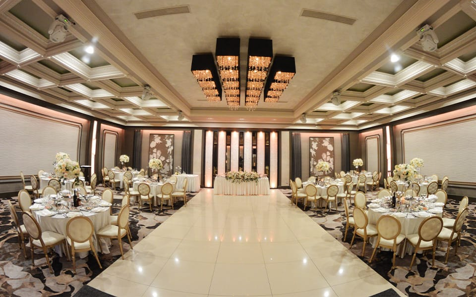 Renaissance Banquet Hall - Crystal Ballroom Amenities